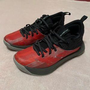 Under ARMOUR Lightning high top basketball shoe